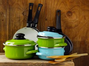 How to Recycle Old Pots and Pans: 13 Ideas to Reuse Them In An Original Way