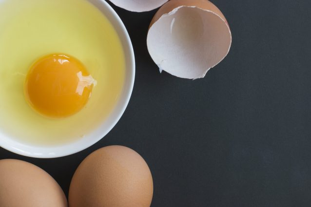 6 Things You Should Know Before Eating Raw Eggs | Cookist.com