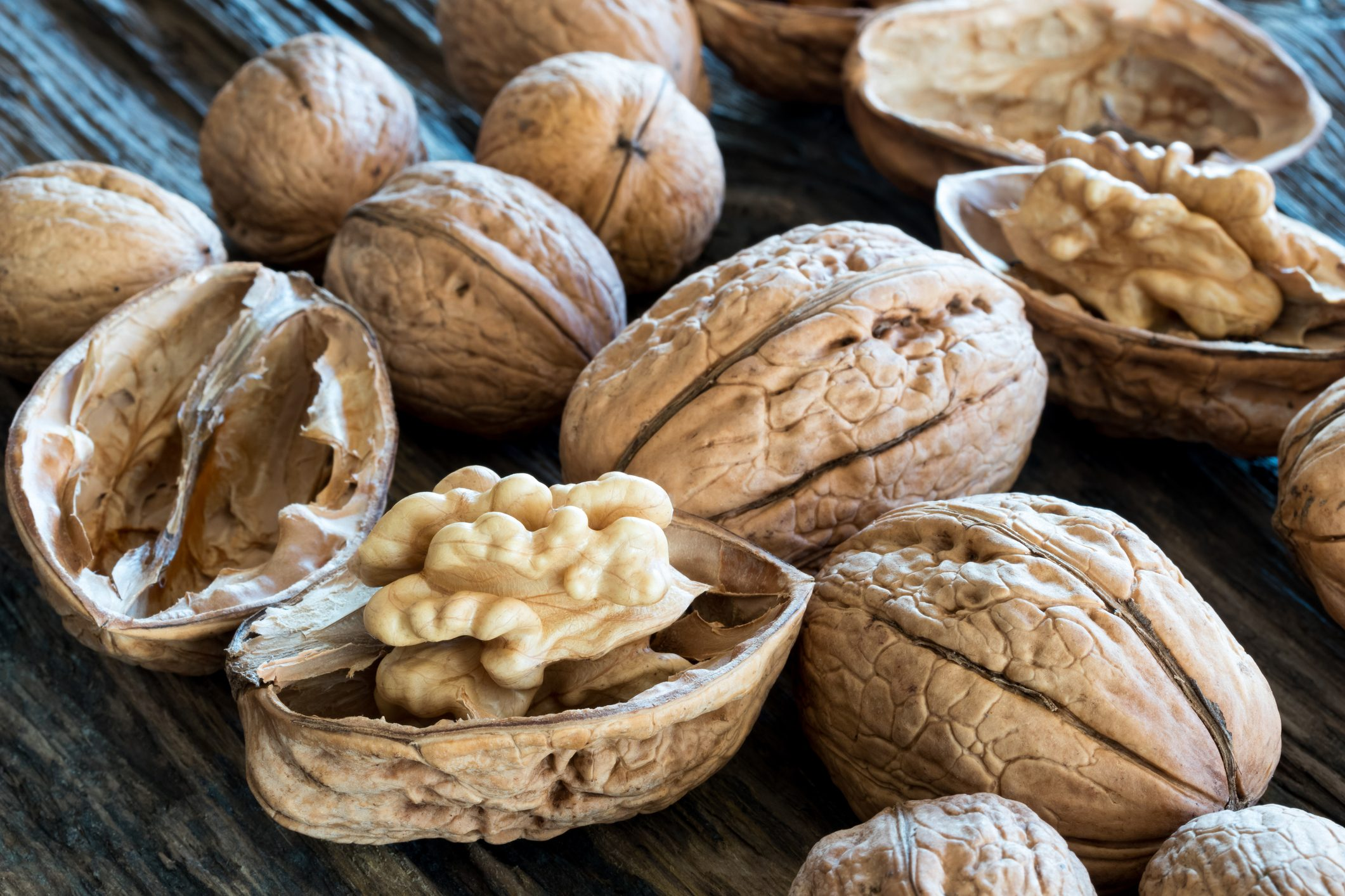 10 serious side effects of consuming walnuts | Cookist.com