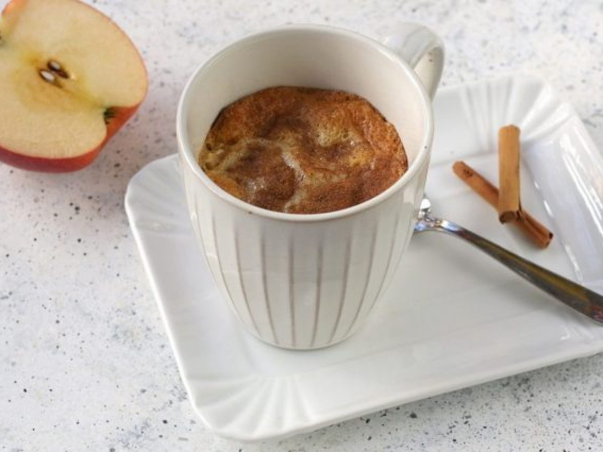 Mug Cake With Apples And Cinnamon The Recipe For A Very Quick Dessert To Make In The Microwave Oven