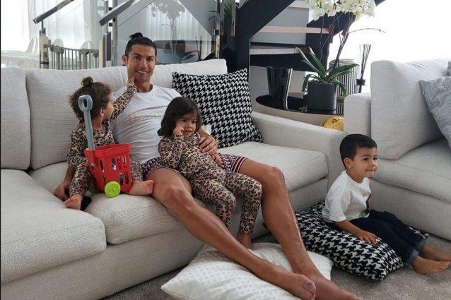 """Coronavirus, Cristiano Ronaldo: """"Siate grati per quello che"""