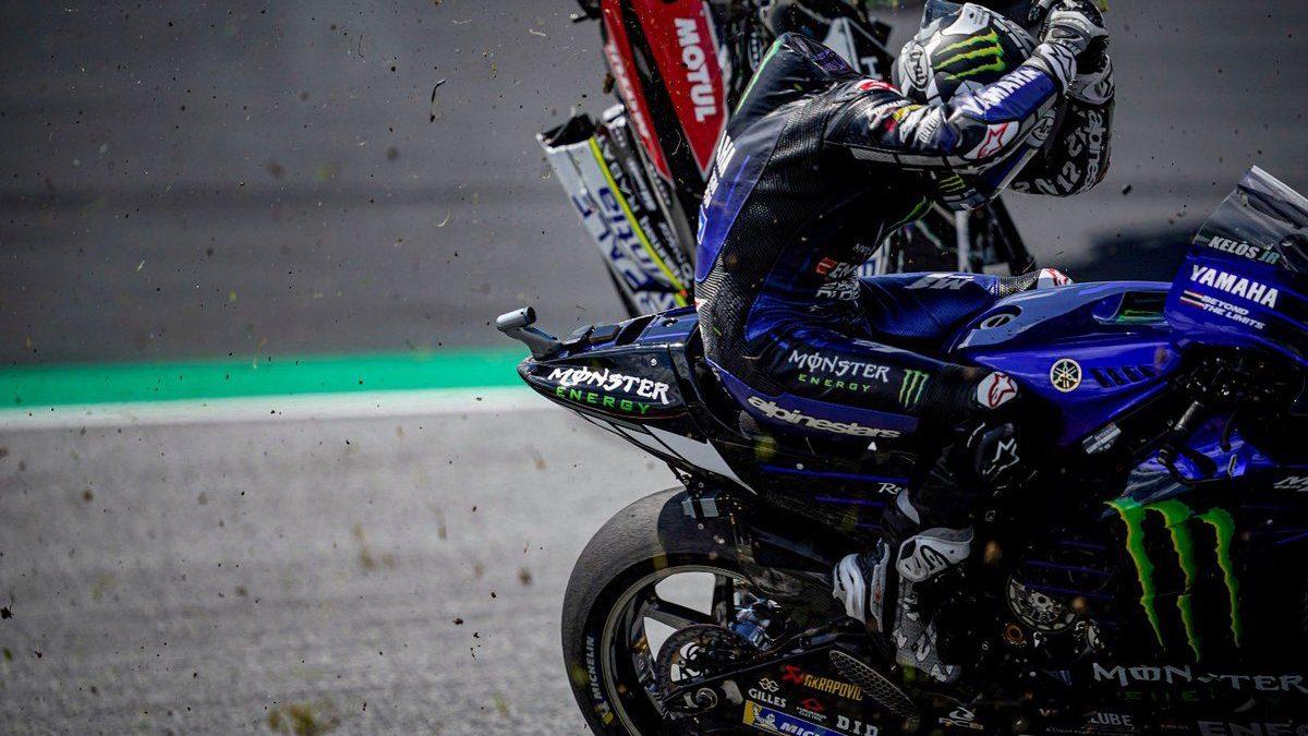 MotoGP, gesto di Vinales nel GP Austria: lascia il manubrio per proteggersi  dalla moto di Zarco