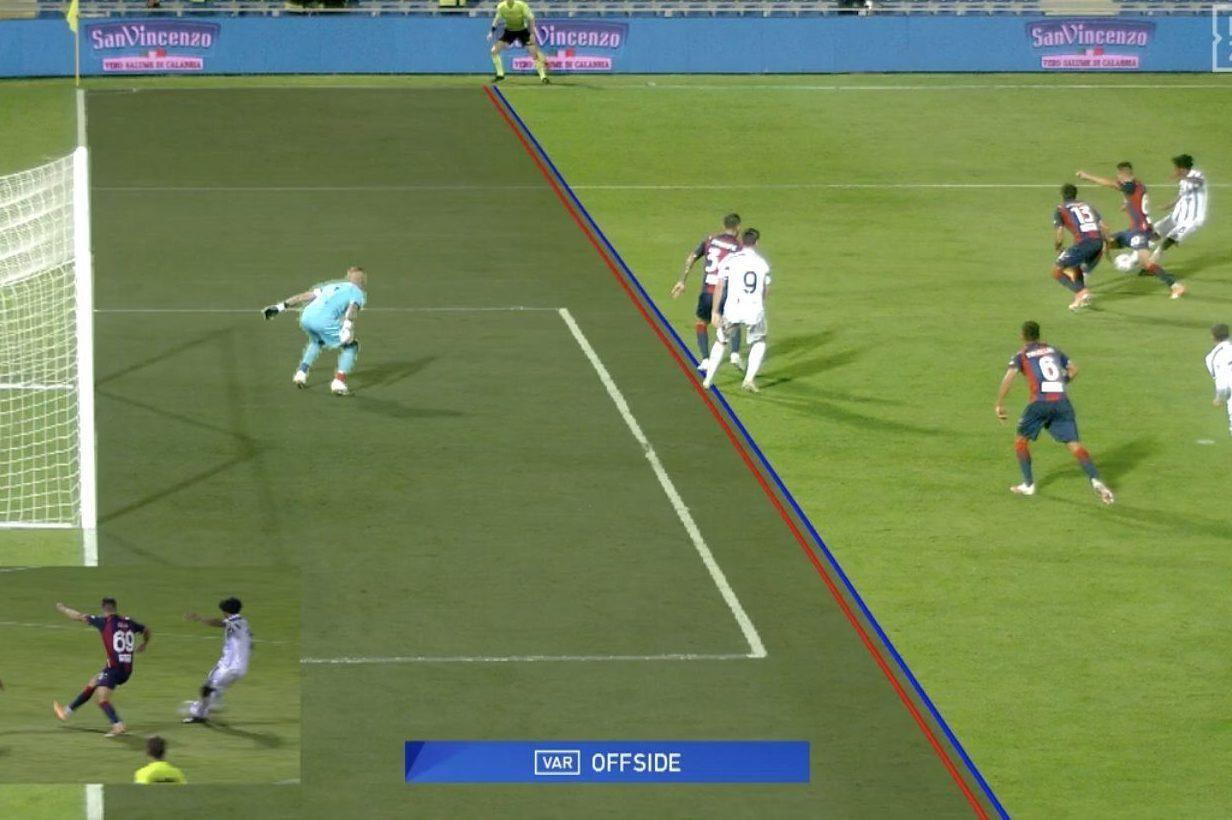 Moviola Crotone-Juventus: giusti il rigore di Bonucci e il rosso a Chiesa.  Morata segna in offside
