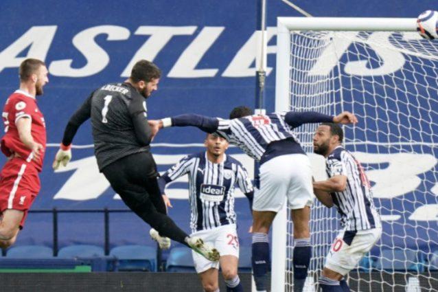 alisson gol 638x425 - Alisson fa gol di testa e tiene vive le speranze Champions del Liverpool: stacco super per l'ex Roma
