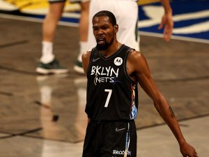 GettyImages 1322416351 1623132759127 300x225 - Playoff NBA: Brooklyn asfalta i Bucks e va sul 2-0, i Suns partono bene contro Denver