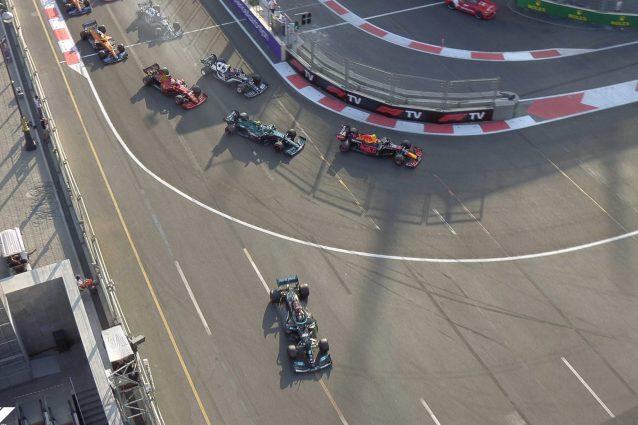 Schermata 2021 06 06 alle 16.21.05 638x425 - Hamilton, che errore nel finale del GP Baku di F1: chiude la gara penultimo