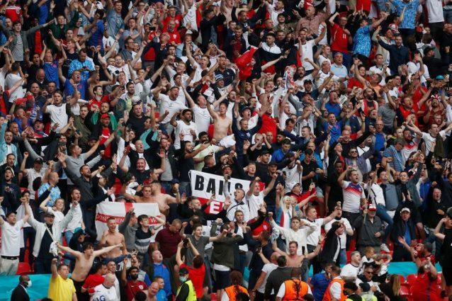 GettyImages 1326141365 1 638x425 - In Inghilterra spiegano ai tifosi come aggirare le norme Covid per assistere agli Europei in Italia