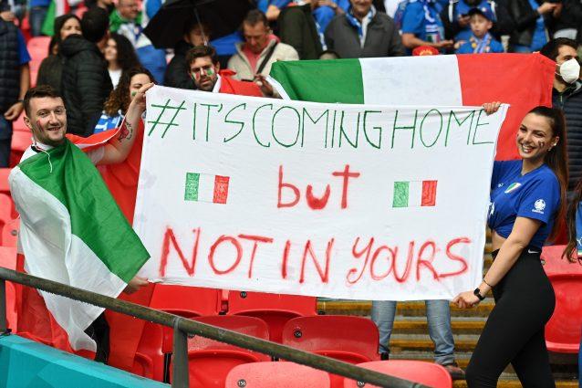 """GettyImages 1327321430 638x425 - """"Sta tornando a casa, ma non la vostra"""": i tifosi italiani spiegano il calcio all'Inghilterra"""