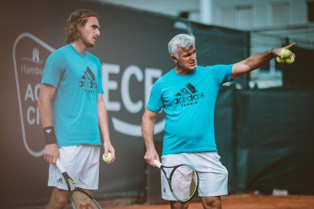 GettyImages 1328887757 638x425 - Cos'è il coaching e perché divide il mondo del tennis: botta e risposta Tsitsipas-Kyrgios