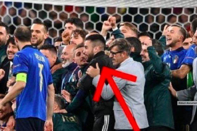 """Schermata 2021 07 09 alle 21.55.10 638x425 - """"Ero preso dall'euforia"""": chi è il tifoso imbucato alla festa azzurra dopo Italia-Spagna"""