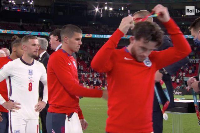 """Schermata 2021 07 12 alle 00.12.48 638x425 - I giocatori dell'Inghilterra rifiutano di indossare la medaglia d'argento: """"Irrispettosi"""""""