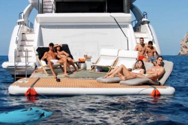 aguirre ronaldo 638x425 - Le lussuose vacanze di Cristiano Ronaldo: con lui c'è anche un giornalista