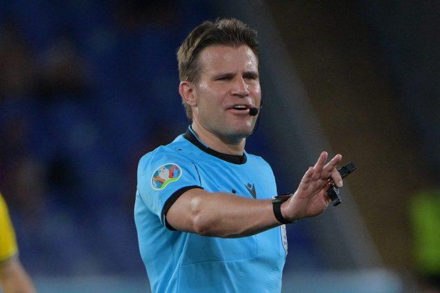 felix brych 638x425 - Chi è Felix Brych, l'arbitro di Italia-Spagna che i tifosi azzurri (e della Juve) ricordano bene