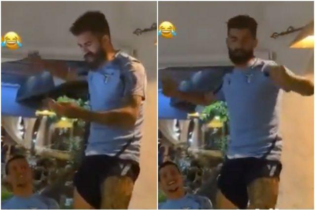 """hysaj bella ciao 638x425 - Hysaj canta Bella Ciao col pugno alzato, i tifosi della Lazio: """"Magari si spacca tutto"""""""