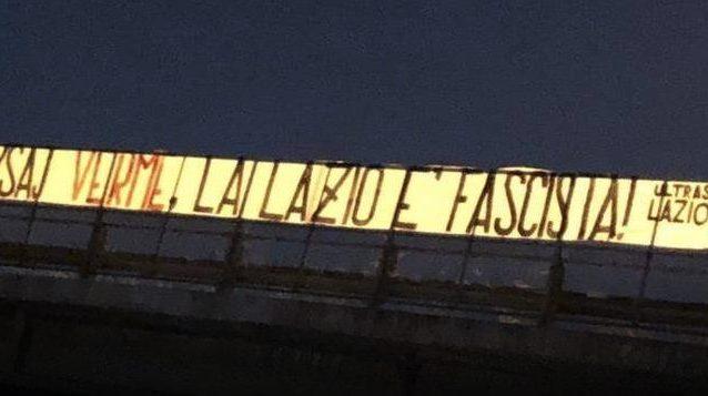 """striscione hysaj lazio 638x357 - Striscione degli ultrà contro Hysaj: """"Verme, la Lazio è fascista"""""""