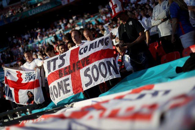 """tifosi inghilterra inno 638x425 - """"Non giusto per l'Italia"""": l'UEFA non fa suonare l'inno Three Lions prima della finale di Euro 2020"""
