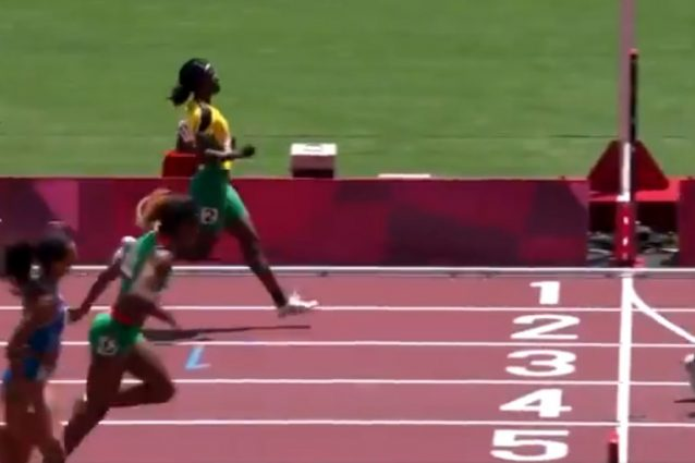 "12 1627881390842 638x425 - Incredibile nei 200 metri olimpici, Shericka Jackson rallenta e viene eliminata: ""Faceva jogging"""