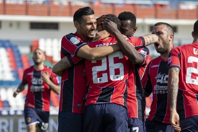 Cosenza riammesso in Serie B, è ufficiale: i calabresi prendono il posto del Chievo