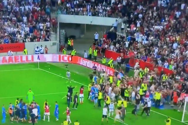 Schermata 2021 08 22 alle 22.49.22 638x425 - Follia e violenza a Nizza: i tifosi invadono il campo a caccia dei giocatori del Marsiglia