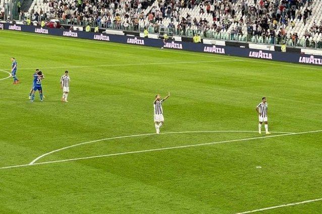 juventus empoli 638x425 - Juventus fischiata allo Stadium: solo quattro giocatori chiedono scusa ai tifosi