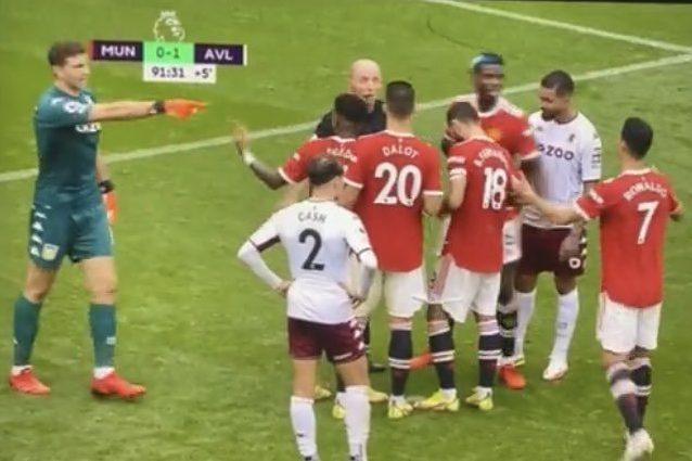 """FAIpDRkUcAQYKdh 1632589870696 - """"Vieni a tirare tu"""": Martinez provoca Cristiano Ronaldo e balla in faccia ai tifosi dello United"""
