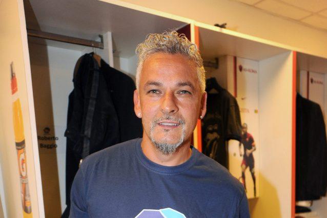 """GettyImages 454482220 1631222054000 638x425 - """"Ma con che astronave sei arrivato"""": Baggio incontra il 'marziano' del calcio e si entusiasma"""