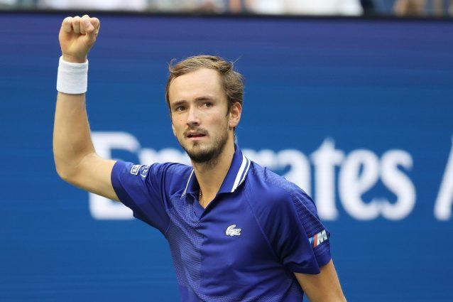 medvedev aliassime semifinale us open 638x425 - Medvedev in finale agli US Open, battuto Auger-Aliassime: sfiderà Djokovic o Zverev