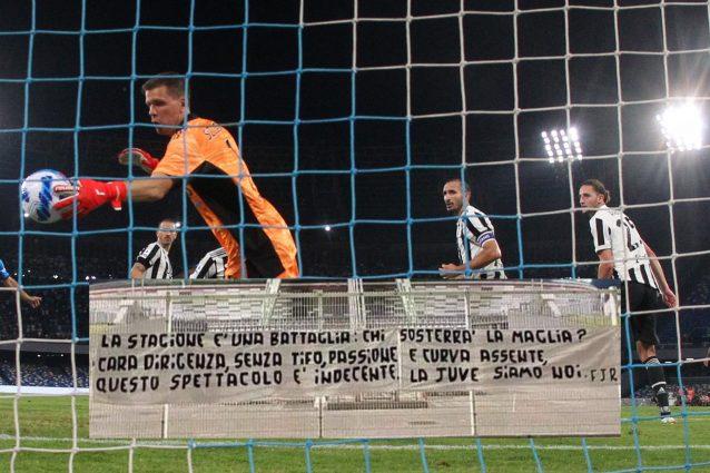 striscione dei tifosi 638x425 - I tifosi della Juventus perdono la pazienza: durissimo striscione fuori l'Allianz Stadium