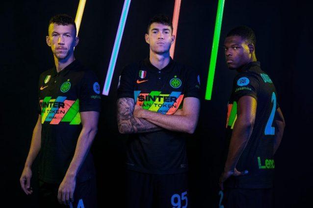 terza maglia inter 638x425 - La terza maglia dell'Inter è un inno all'inclusione, ma il multicolor non convince i tifosi
