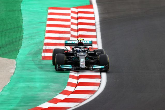 GettyImages 1345503026 638x425 - Hamilton da record nelle qualifiche del GP Turchia, ma la pole è di Bottas. Ferrari 4a con Leclerc