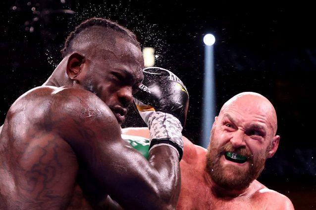 GettyImages 1345776533 1633851751006 638x425 - Tyson Fury manda all'ospedale Deontay Wilder e resta campione dei pesi massimi: battaglia selvaggia