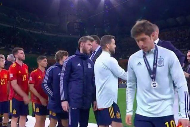 Schermata 2021 10 10 alle 22 1633900001312 638x425 - La Spagna dà una lezione di sportività all'Inghilterra: nessuno si toglie la medaglia
