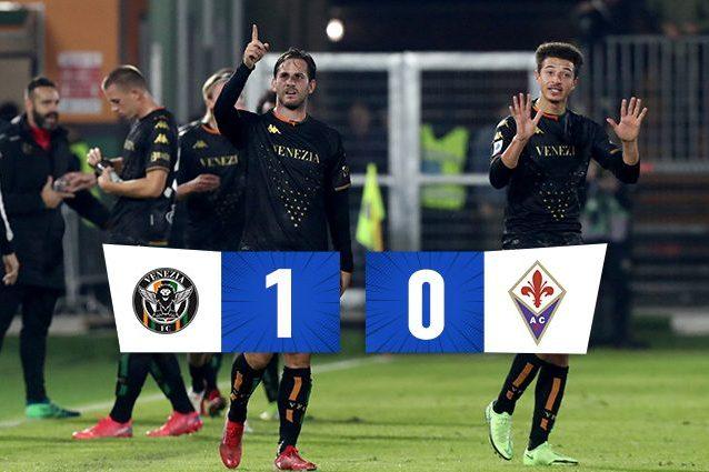 Aramu segna, Romero para: il Venezia batte 1-0 la Fiorentina, prima gioia al Penzo