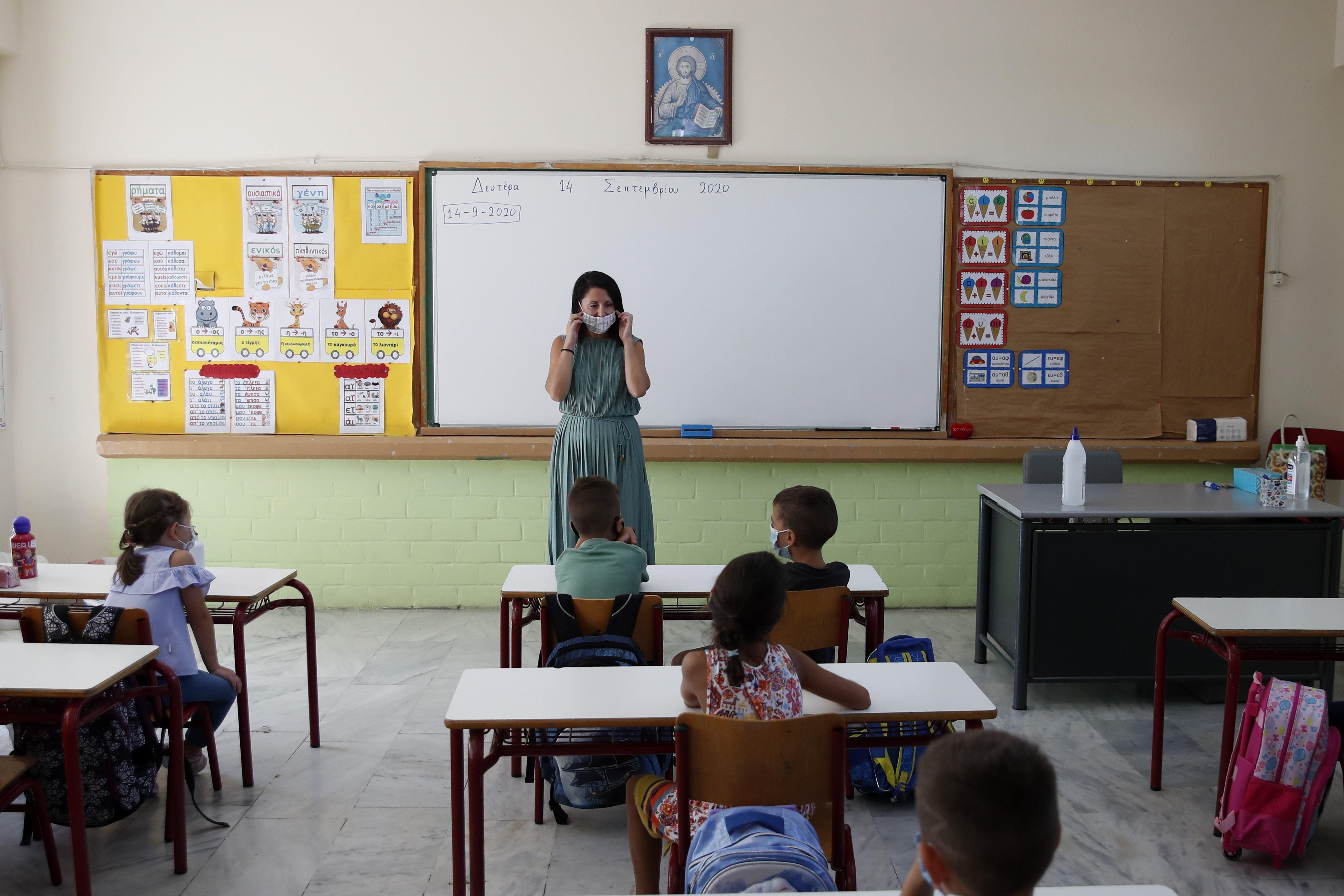 Scuola Ordinanza Lombardia Alle Superiori Didattica Mista Meta A Distanza E Meta In Presenza