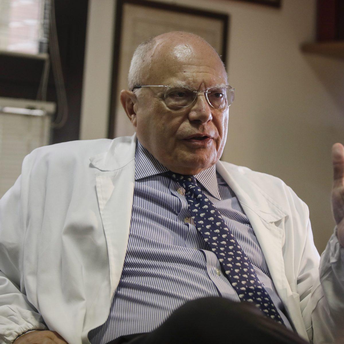 Il professor Galli: Ho 69 anni ma il vaccino antinfluenzale non è arrivato,  ritardo inconcepibile