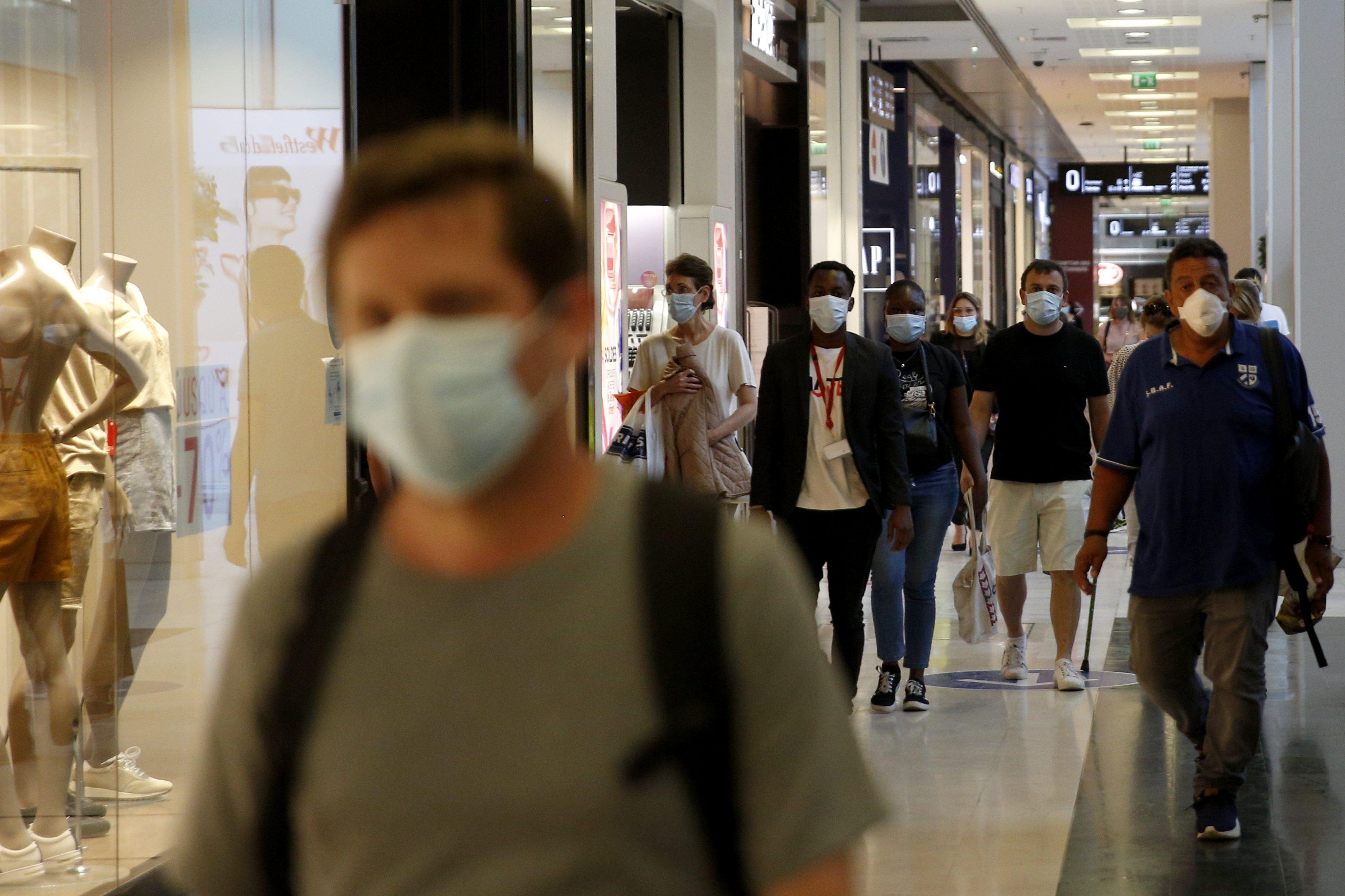 In Lombardia centri commerciali chiusi sabato e domenica: la richiesta al  Governo della Regione