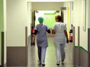 Mantova, 77enne trovato morto sulle scale d'emergenza dell'ospedale