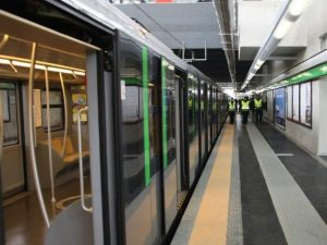 Pacco sospetto sulla metro M2: circolazione sospesa per un'ora e mezza tra Famagosta e Assago
