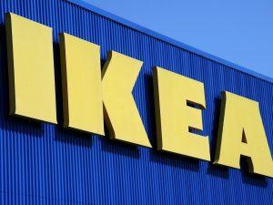 """Mamma con figli piccoli licenziata da Ikea, l'azienda: """"Decisione difficile ma necessaria"""""""