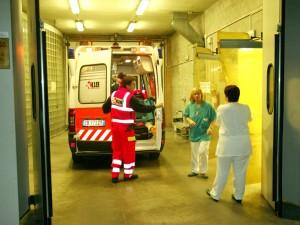 Pavia, 39 lavoratori di una ditta di trasporti intossicati: portati in ospedale