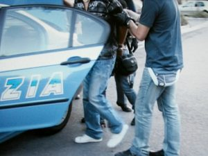 Corso Vittorio Emanuele, maniaco si abbassa i pantaloni e si struscia su una dodicenne: arrestato