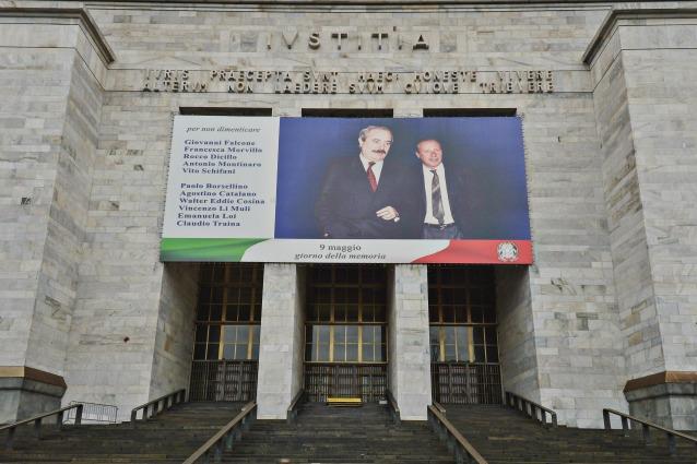 Coronavirus, a Milano il tribunale invita tutti a stare lont