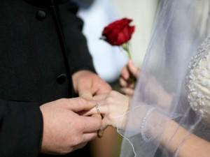 I futuri sposi chiedono che i cani portino le fedi al matrimonio: no del sindaco di Pontirolo Nuovo