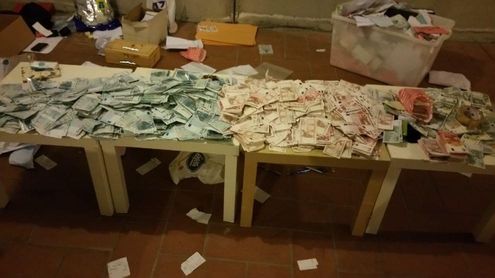 Monza dichiarava di essere nullatenente nel caveau un 1 5 milioni di euro in contanti - Soldi contanti a casa ...