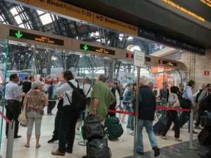 Guasto elettrico alla stazione Centrale di Milano: treni bloccati