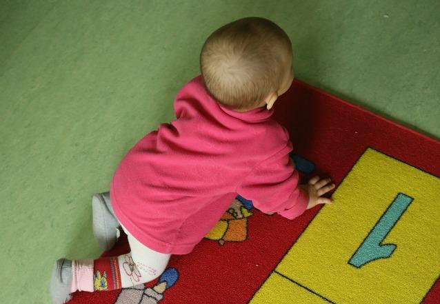 Sfugge alla baby sitter e cade dalla finestra grave bimbo di un anno e mezzo - Bimbo gettato dalla finestra ...