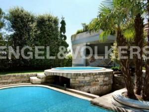 Milano in vendita l 39 attico con piscina di gucci il prezzo solo 30 milioni di euro - Attico con piscina ...