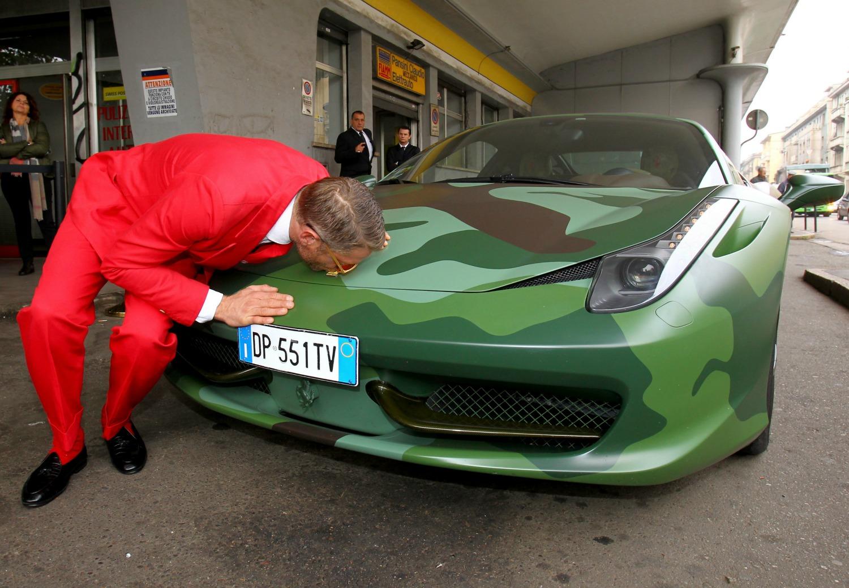 Ferrari mimetiche e 500 pied de poule lapo elkann for 10 piani di garage per auto