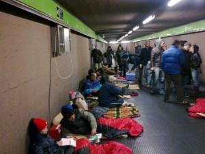 Emergenza freddo: il mezzanino della metro torna ad accogliere i senza tetto