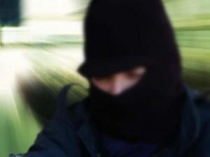 Imprenditore picchiato e rapinato nella sua villa a Lodi: i malviventi scappano con 15mila euro